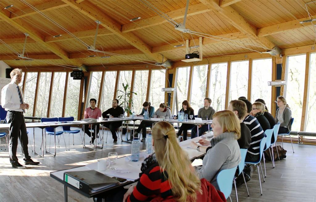 Unser großer Tagungsraum mit modernster Moderations-, Präsentations- und Audiotechnik.